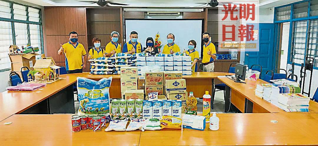 中华公学校友会峇眼狮子会 日用品赠75贫寒生