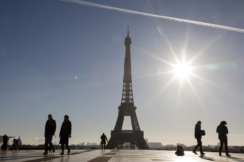 Eiffel Tower steps fetch 274,000 euros at auction