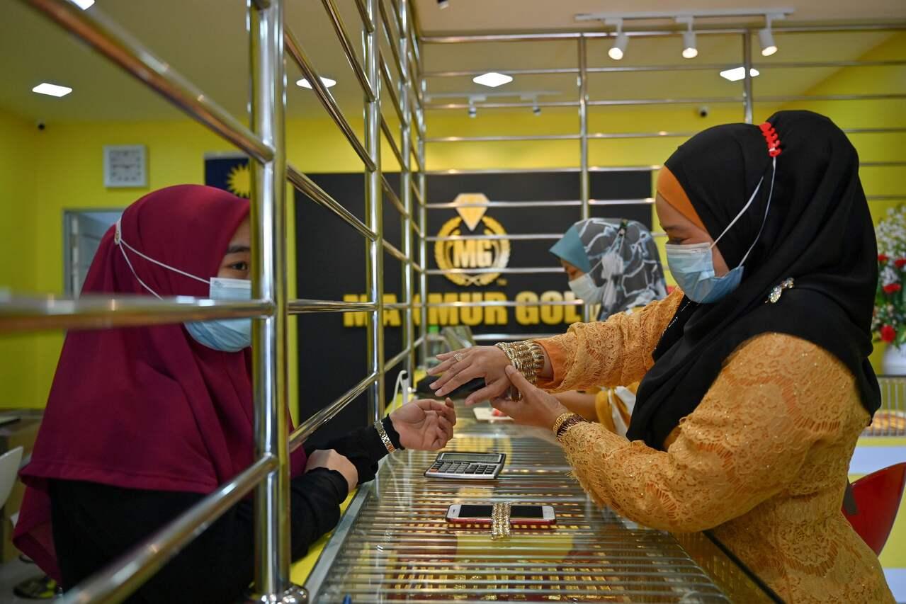 Malaysian goldsmiths mould a profit out of coronavirus pandemic