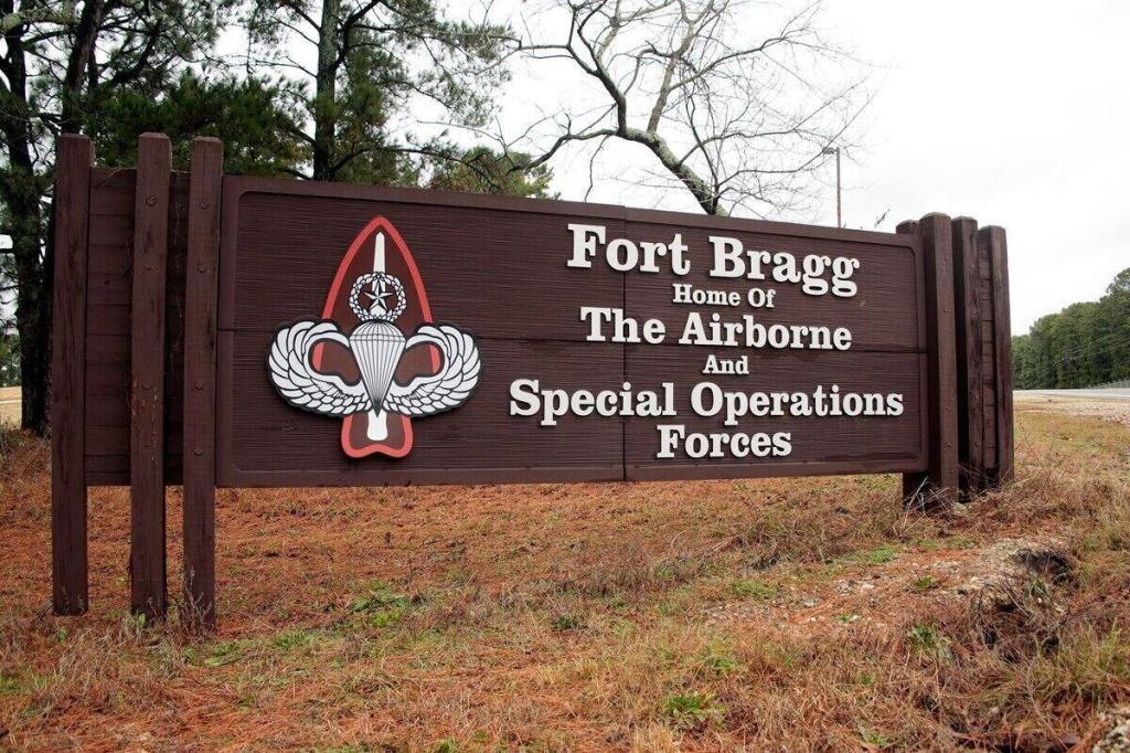 """今年已有30余名士兵死亡美军基地又发现两具尸体,其中一人还是""""绿色贝雷帽"""""""