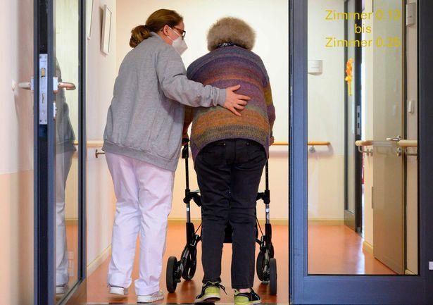 英国最惨养老院一半人死于新冠 要等到明年2月才有疫苗