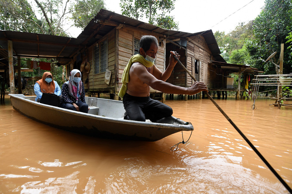 Kelantan Youth Drowned From Exhaustion When Ferrying Flood Victims To Safety