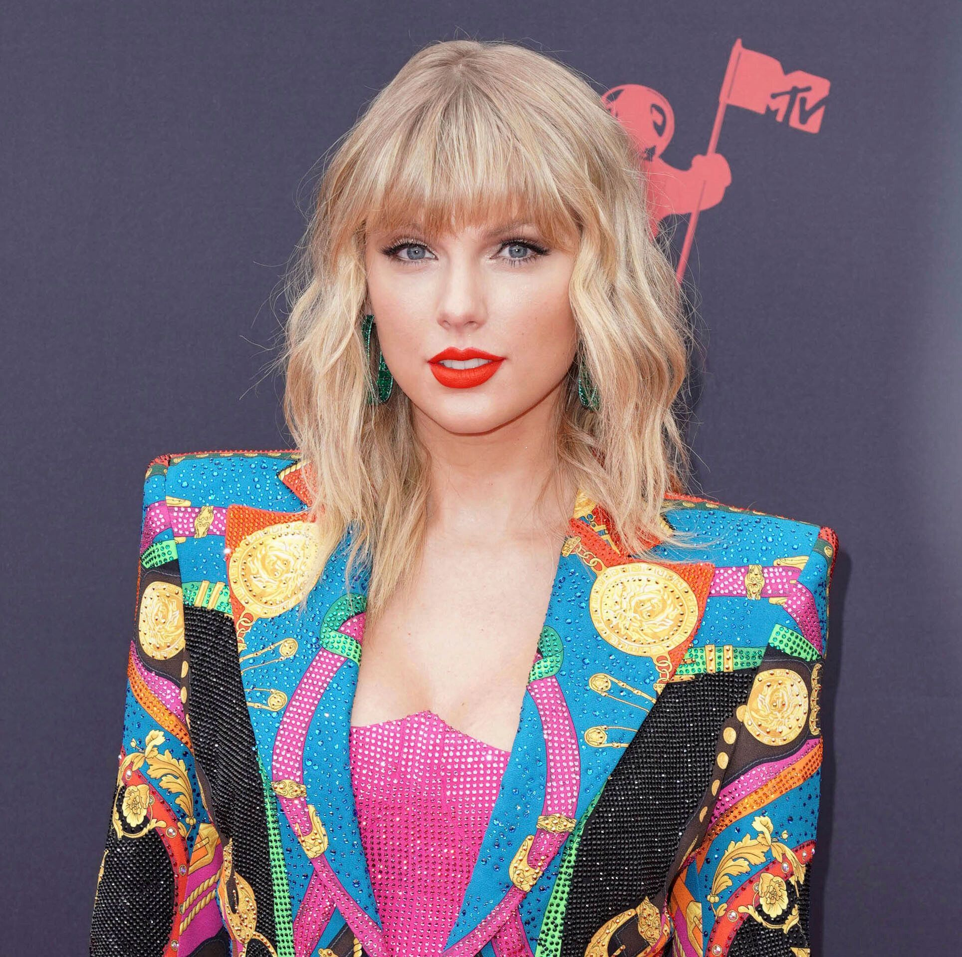 Taylor swift calls out people ignoring coronavirus safety rules