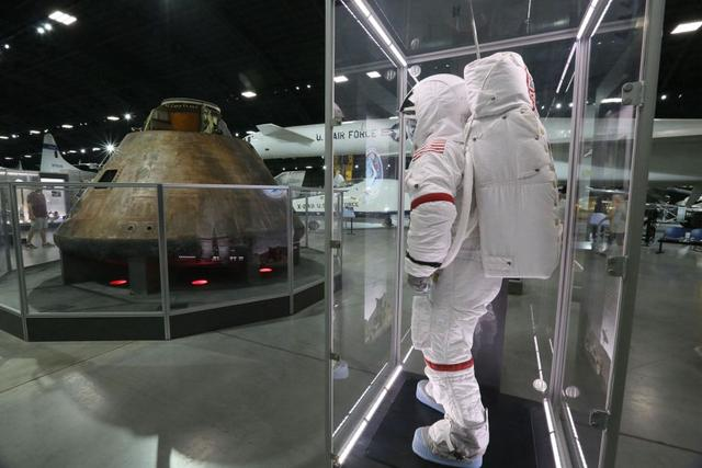 """美公布旨在重返月球的""""阿耳忒弥斯""""计划宇航员阵容"""