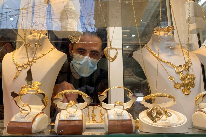 Gaza jeweller struggles to sell christmas gold