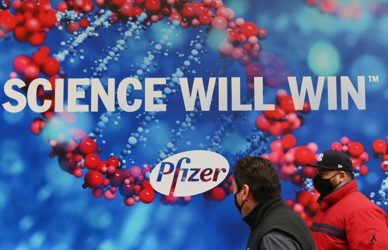 US experts debate pfizer covid-19 vaccine in live event
