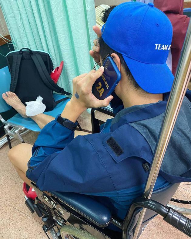 胡宇崴录节目时意外受伤 右脚脚踝骨折伤势严重
