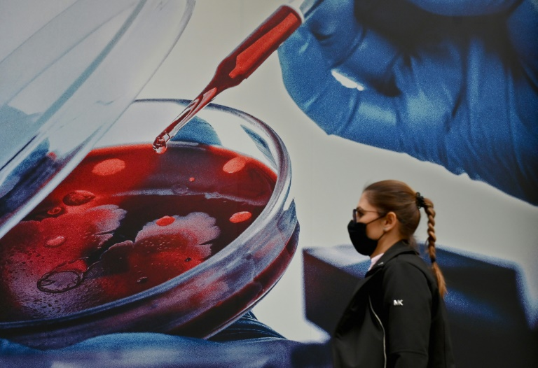 US experts vote to approve Pfizer vaccine