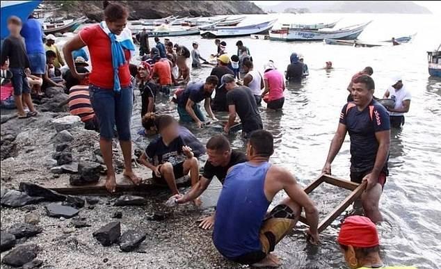 神秘珠宝被冲上委内瑞拉一小渔村 引2000人寻宝