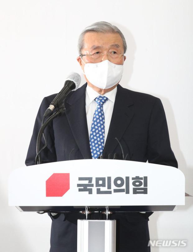 韩国两名前总统双双入狱 最大在野党向国民道歉