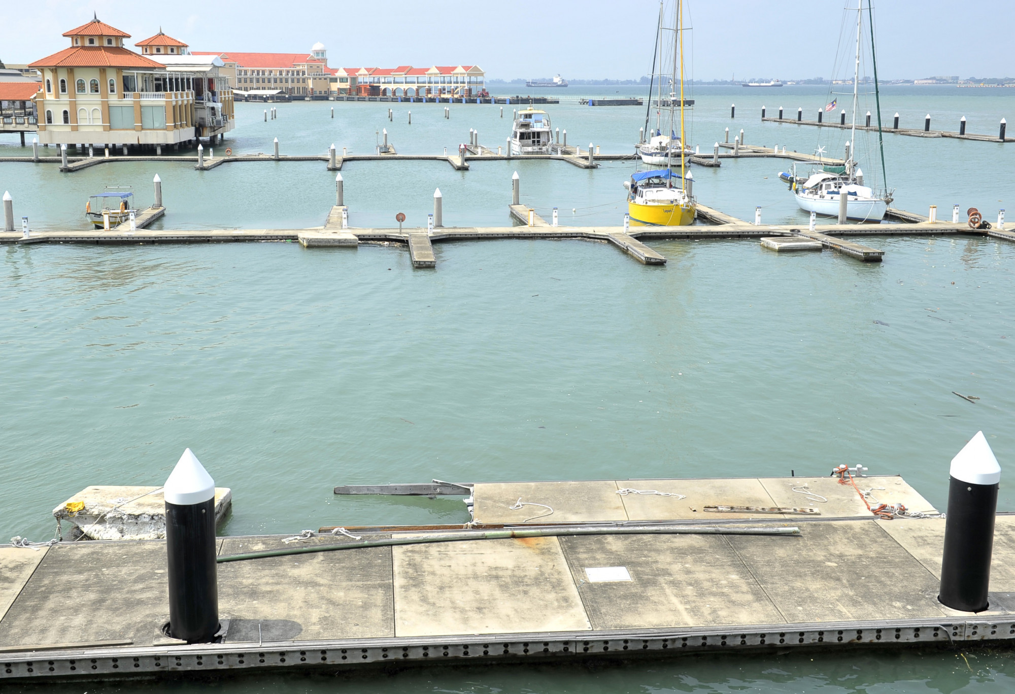 2艘旧渡轮 拟打造为海上餐厅博物馆
