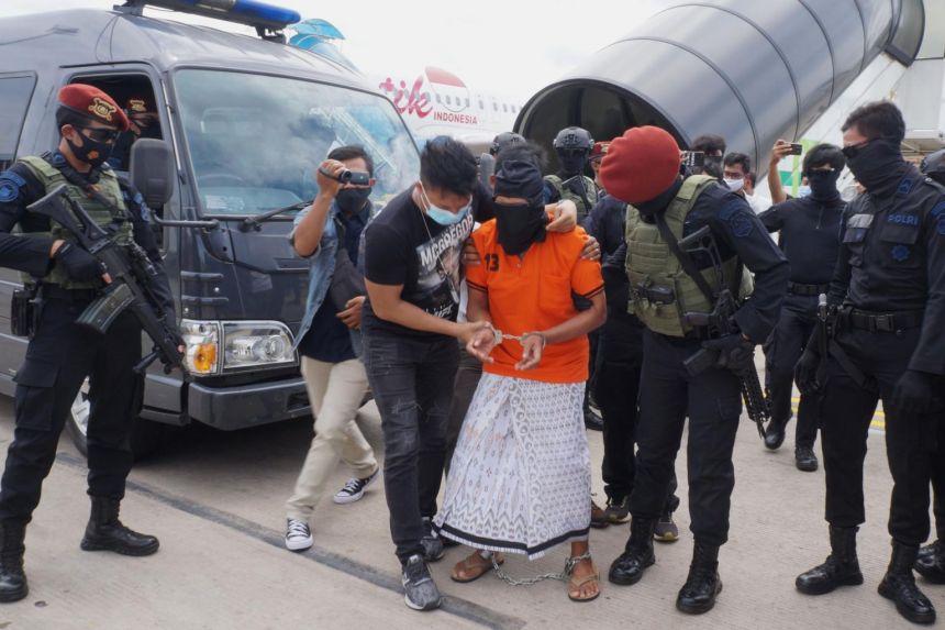 Indonesian police brings JI bombmaker Zulkarnaen, nabbed in Sumatra, to Jakarta