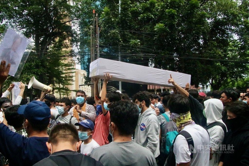 滞留印尼难民1万4000人 每年仅安置约600人