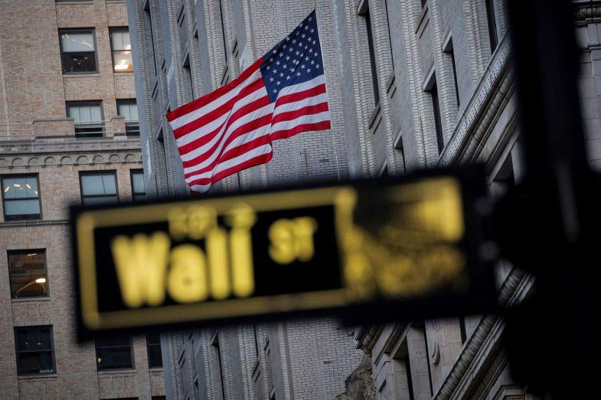 US stocks gain on better economic data