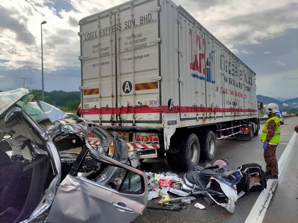 2罗里1车连环撞 1妇重伤 3童身亡