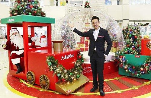 Moses Chan Makes Christmas Plans