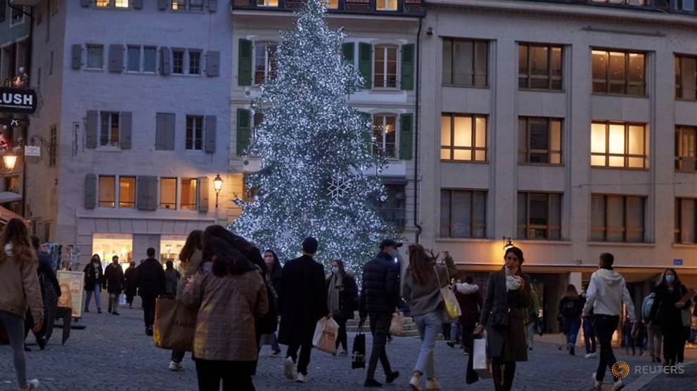 COVID-19: Switzerland to shut restaurants, urges people to stay home
