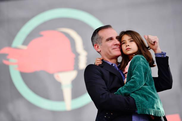 美国洛杉矶市长女儿感染新冠 再过几天就是9岁生日