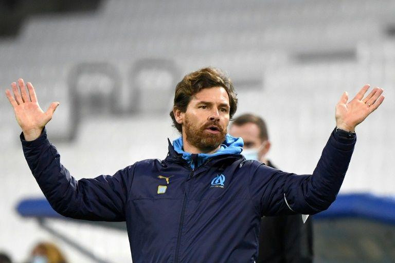 Kadewere helps 'magnificent' Lyon go top of Ligue 1