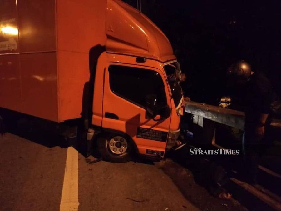 Lorry driver flung out of vehicle, dies in hospital