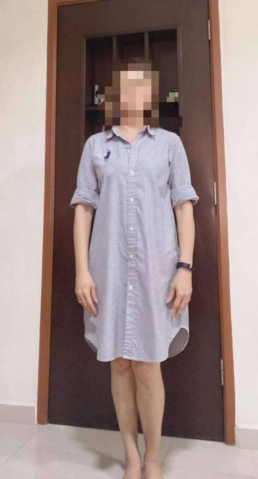 妇女穿过膝连身裙 二度被拒入政府部门