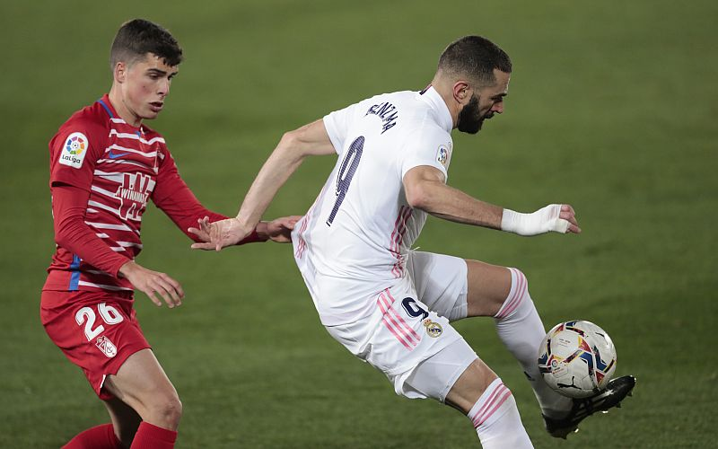 Real ease past Granada to join Atletico at the top