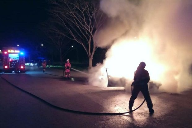 Four escape unscathed as car catches fire in Sibu