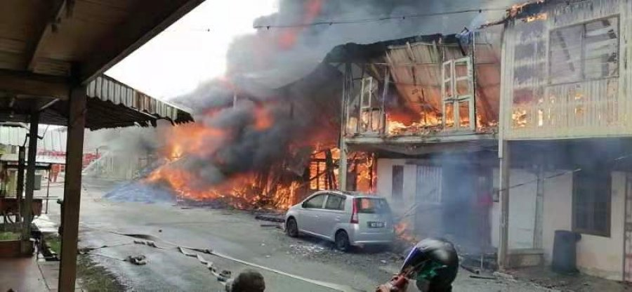 米都9木屋难逃火劫 8户家庭元旦前夕失家园