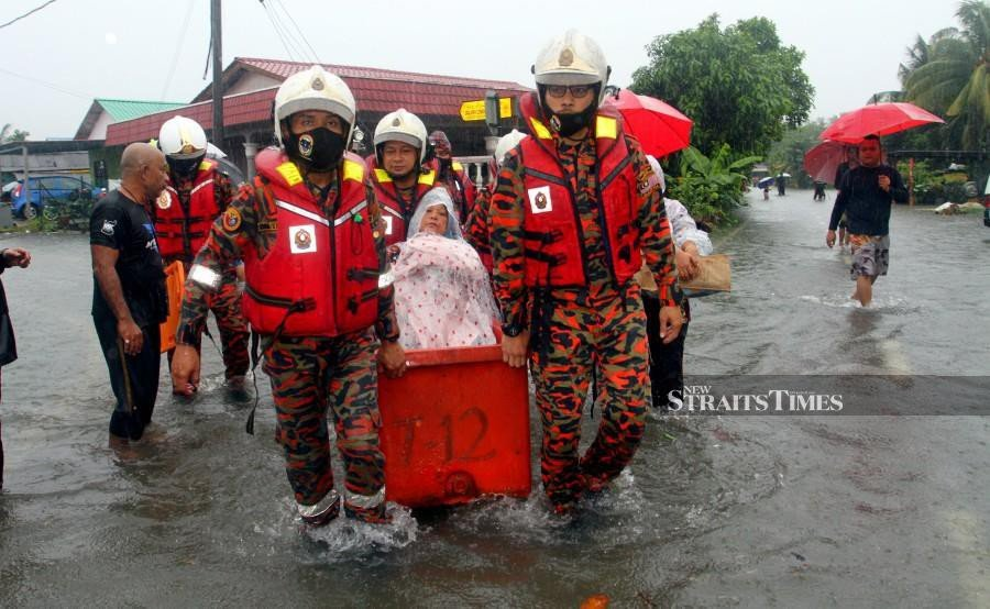 JB hit by flash floods, 314 forced from homes