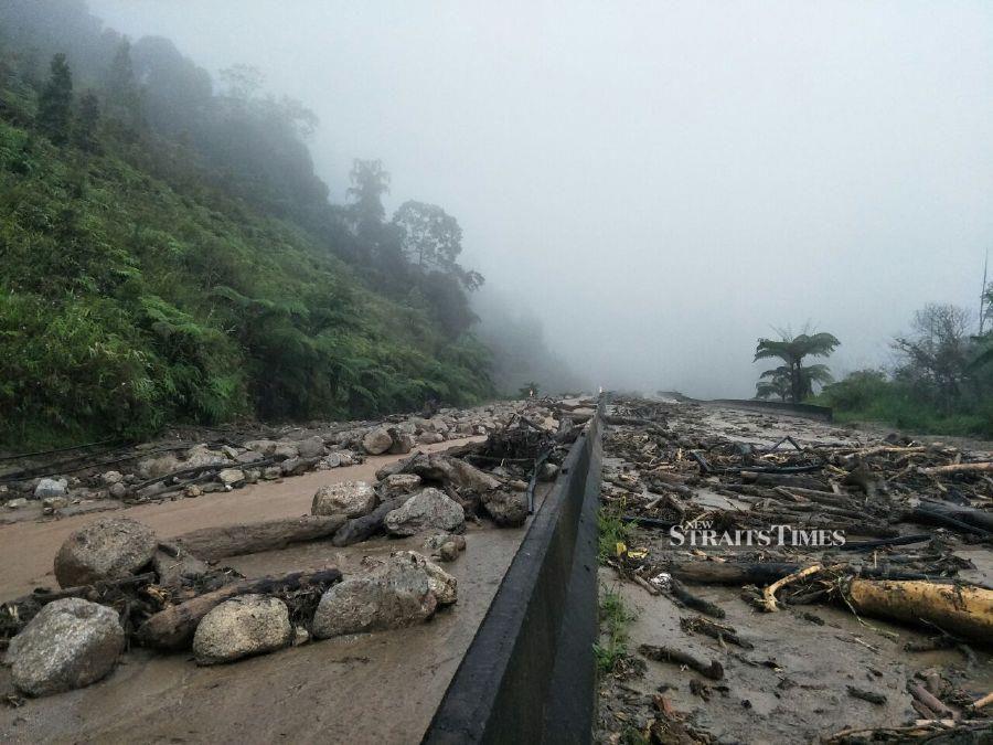 Jalan Lojing-Gua Musang closed to traffic due to landslide