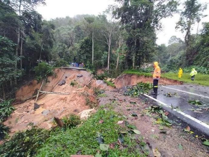 彭多区土崩水灾 部分道路暂关闭