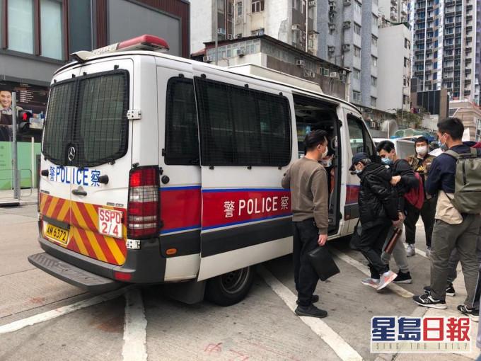 警方深水埗打击毒品行动 两男被捕