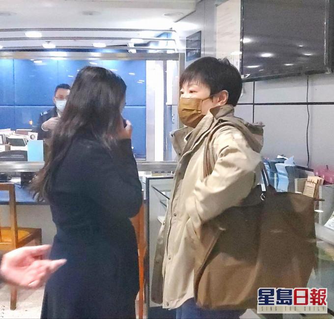 【大拘捕】戴耀廷及林景楠家属先后到警署探望