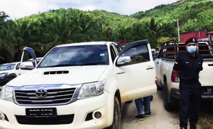 军警现场执法遮车牌 抢救猫山王联盟质疑存在滥权