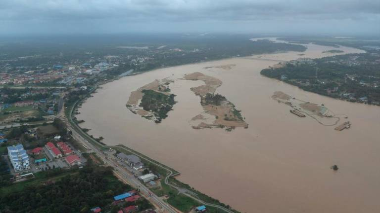 More than 43,000 evacuees still at flood relief centres in five states