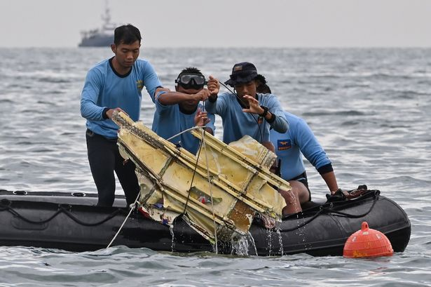 Indonesia plane crash: Jet may have 'ruptured' on impact as divers look for black boxes