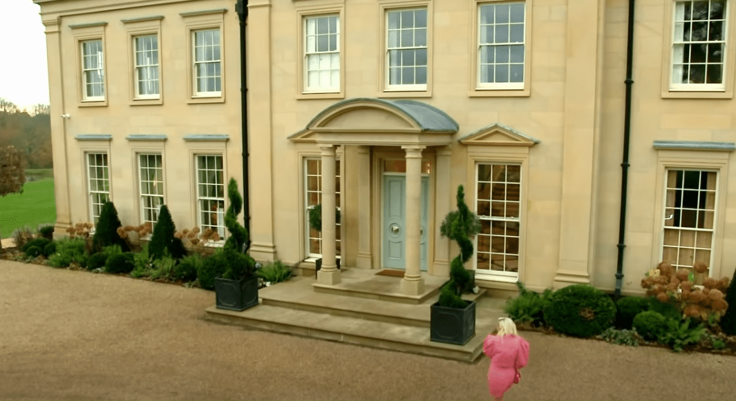 Where is the mansion in Celebs Go Dating: The Mansion?