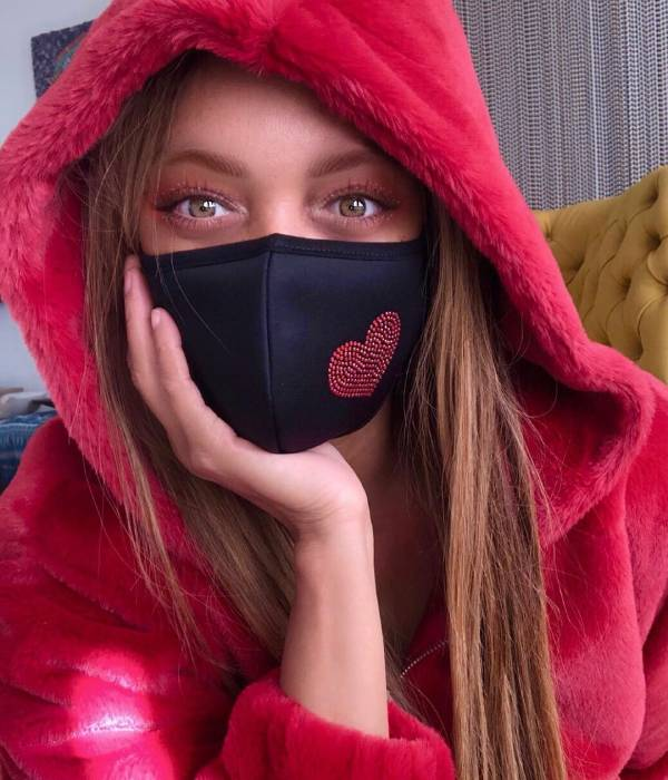 Tyra Banks is mesmerizing in dressing gown selfie and barely-there makeup