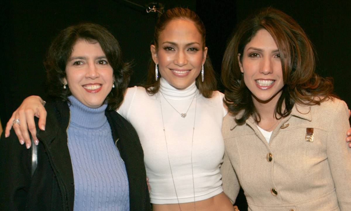 Jennifer Lopez's sister looks identical to famous singer in rare photo