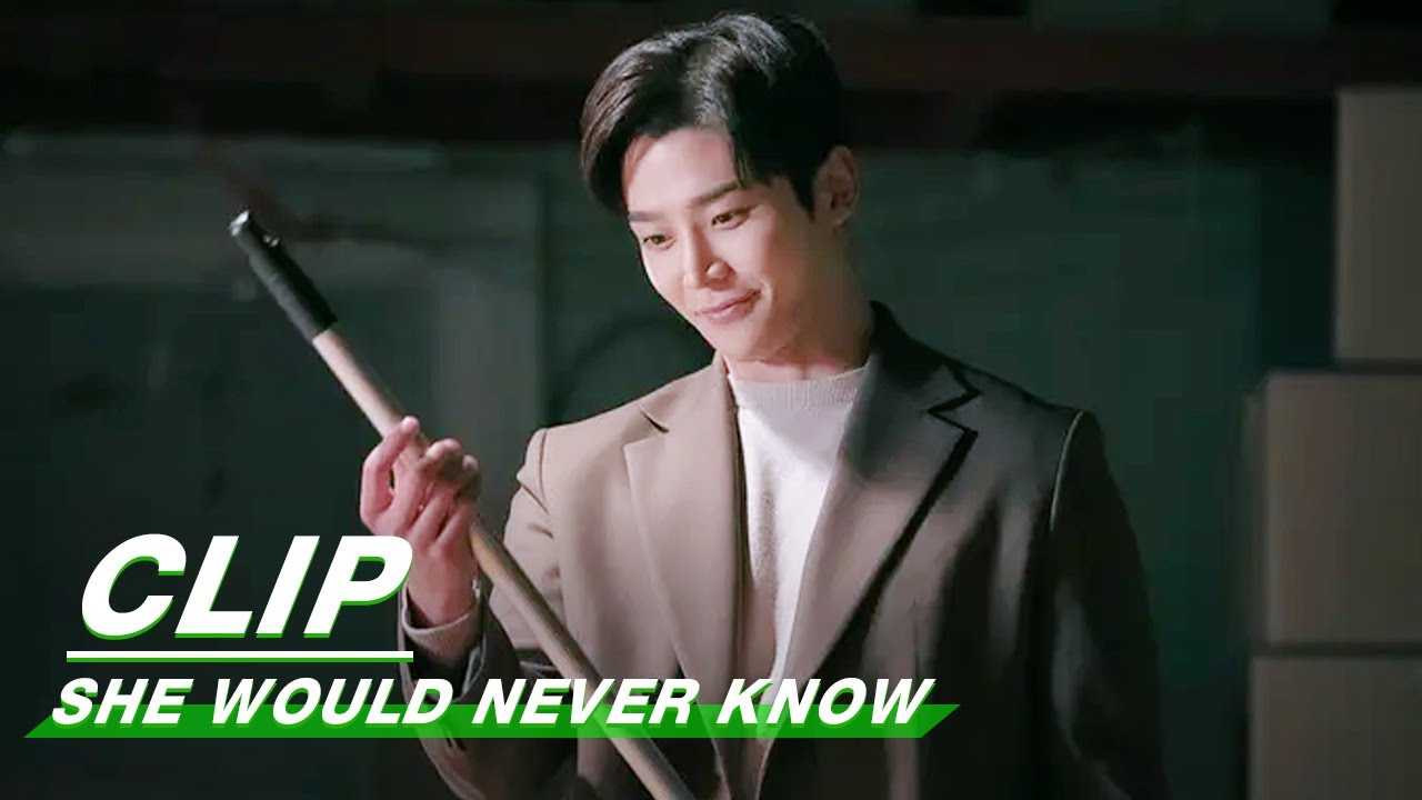 Clip: Embarrassing! Jina Watches Rowoon Dancing | She Would Never Know EP06 | 前辈,那支口红不要涂 | iQIYI