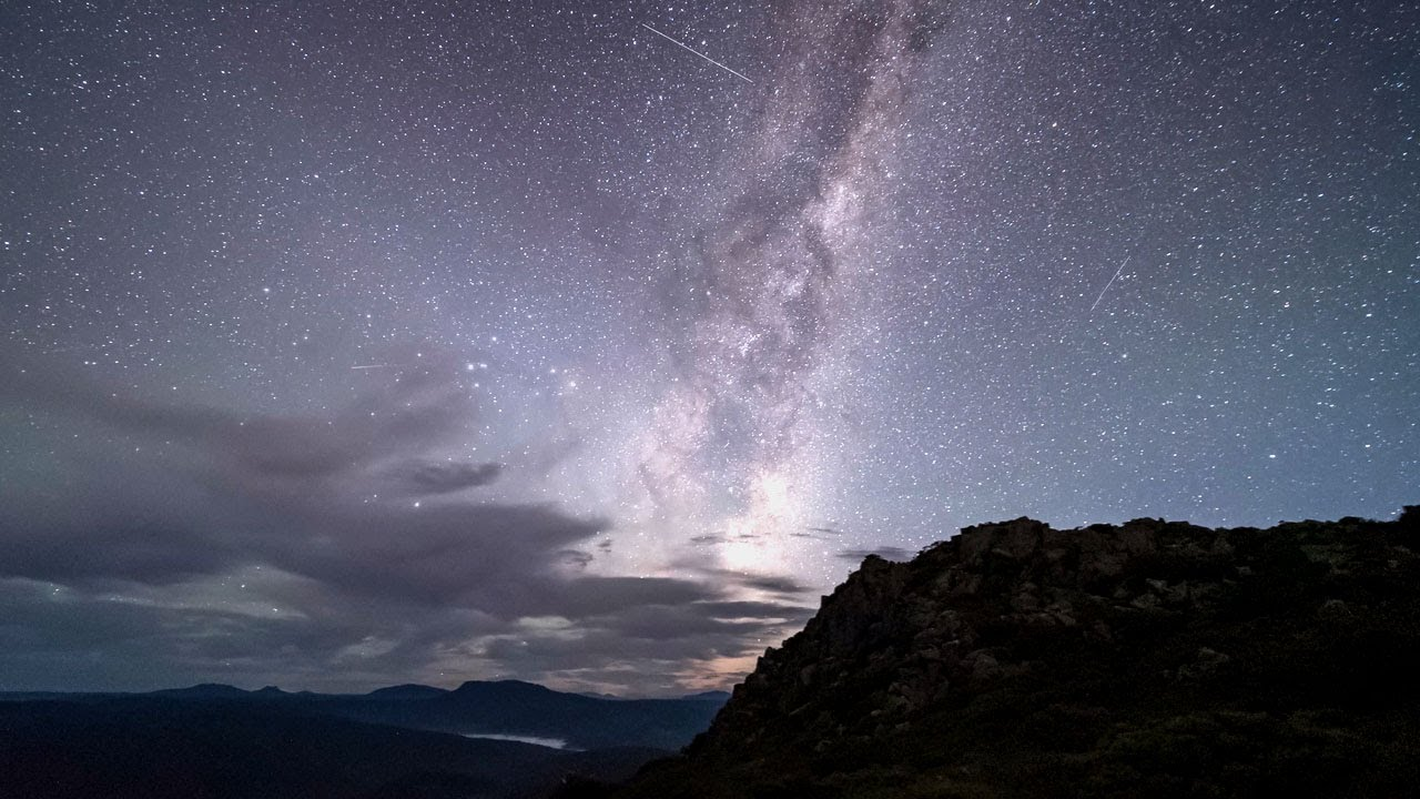 Time-lapse Shows Milky Way Rising In Tasmania