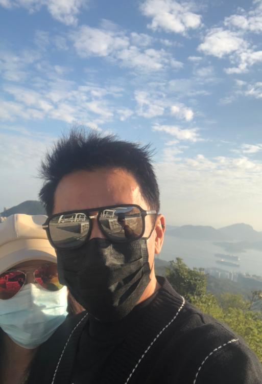 """""""令狐冲""""吕颂贤生日携妻享受甜蜜一天 两人吃素郊游拍恩爱合影"""