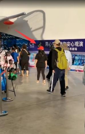 李湘撇老公带女儿度假 王诗龄11岁身高体重超妈妈