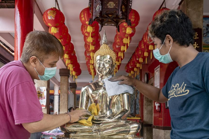 Bali tour guide hopes for coronavirus defeat amid bleak Chinese New Year