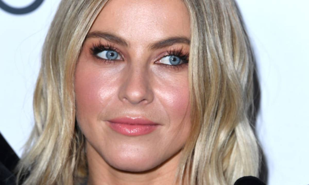 Julianne Hough opens up in sad video - admits she just wants to cry