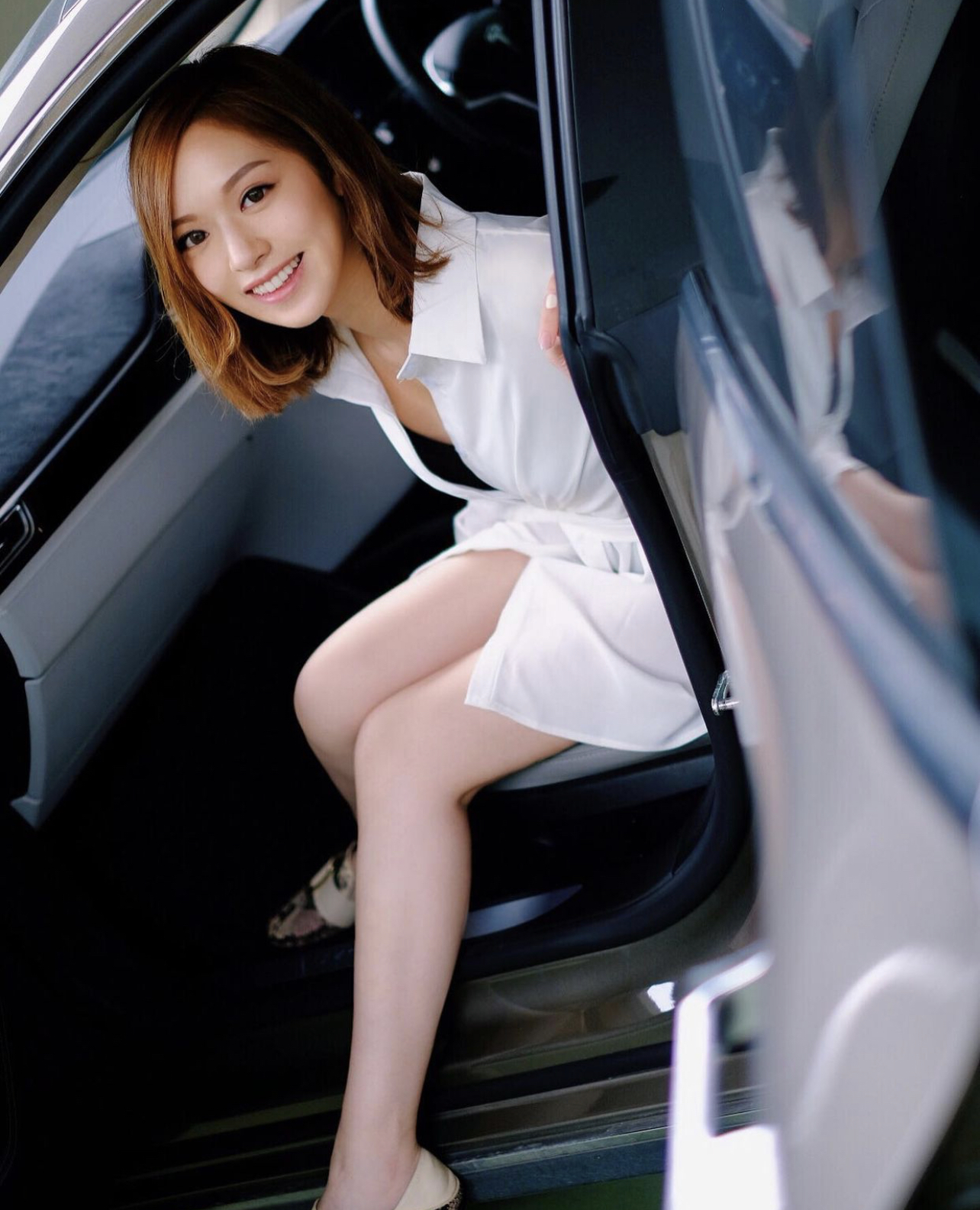 Crystal Fung Crashes S$103K Tesla Into Bentley; Settles With Driver By Taking Photo With Him