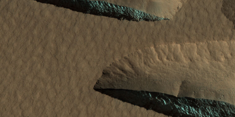 Mapping the ice on Mars that could support future missions
