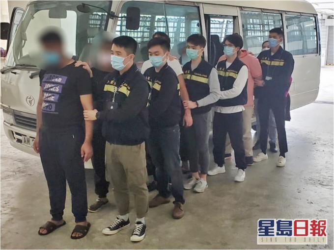 入境处打击黑工拘21人 4人涉行使及管有假身份证