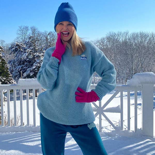 Christie Brinkley is snow bunny chic in gorgeous new photos as fans react