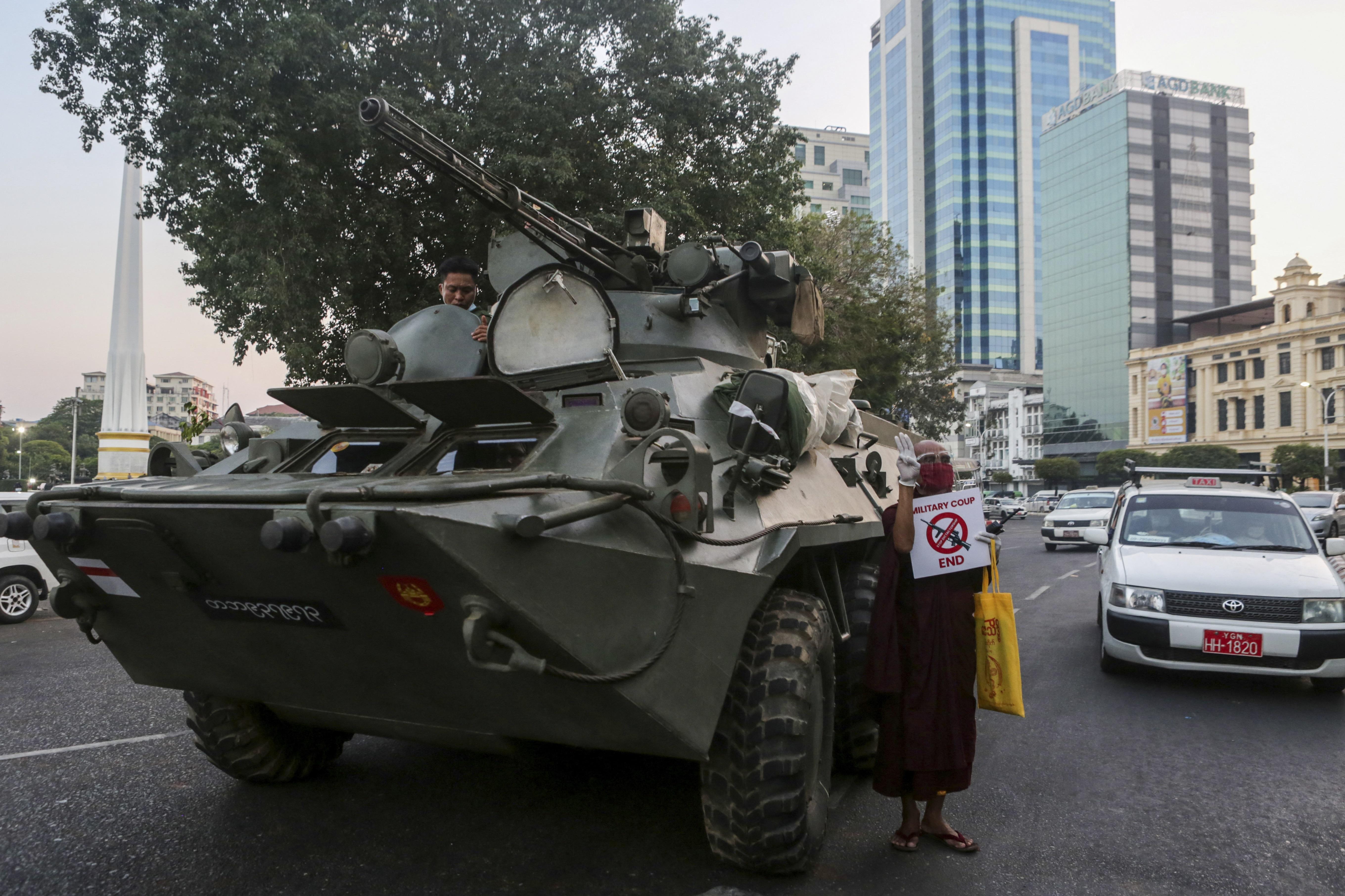 【缅甸军人政变】军方在主要城市部署装甲车 通讯网络中断